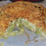 Hartige taart met prei en gerookte kip