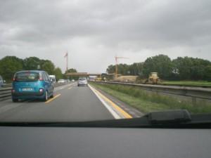 Onderweg - Tussen Bremen en Hamburg werd aan de weg gewerkt van vierbaans naar zesbaansweg. Om de paar kilometer een paar kilometer op twee smalle banen rijden
